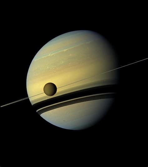 d incroyables images de la plan 232 te saturne et de sa lune titan sonde cassini