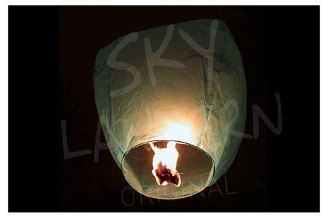 lacher de lanterne thailandaise biodegradable turquoise x50 skylantern fr