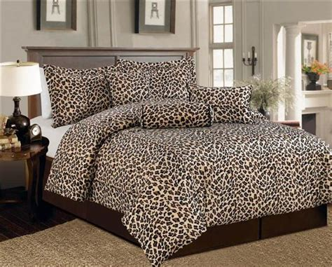 cheer up your bedroom with cheetah print theme