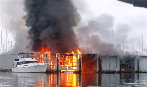 Everett Fire Boat by 2 Alarm Fire Damages 5 Boathouses 2 Boats At Everett