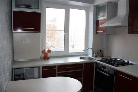 При планировании ремонта небольшой кухни с экономным