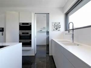 Dunkler Boden Weiße Sockelleisten : moderne k cheninsel ~ Markanthonyermac.com Haus und Dekorationen