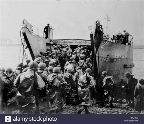 Boat Crew In Spanish by World War Ii U S Soldiers Boarding A Ship Circa 1940