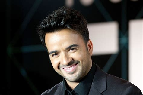 Luis Fonsi Hd Photos Stylish Pictures Hd Wallpapers Download