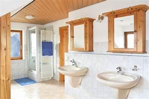 Holzdecke Im Bad : holzdecken streichen oder lasieren ~ Markanthonyermac.com Haus und Dekorationen