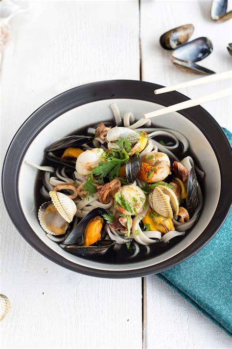 bouillon de fettucine 224 l encre de seiche et fruits de mer ed 233 lices
