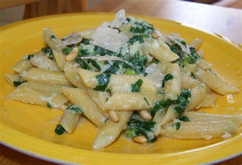 des pasta pour norya penne aux 233 pinards ricotta pignons grill 233 s et copeaux de parmesan a