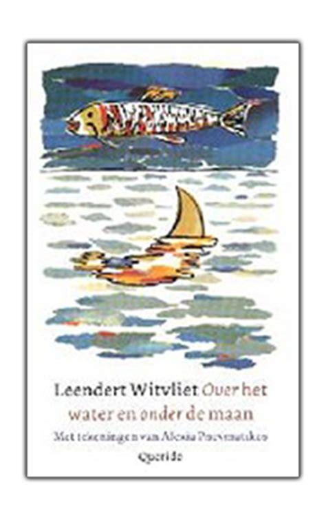 Buitenboordmotor Onder Water by Een Vijver Aan Verhalen
