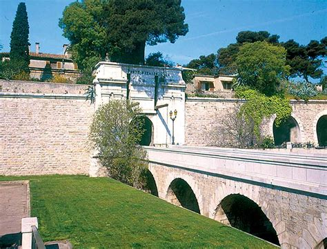 heritage and monuments in toulon toulon tourist office
