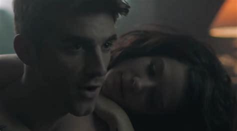 """""""closer"""" (feat. Halsey) Video"""