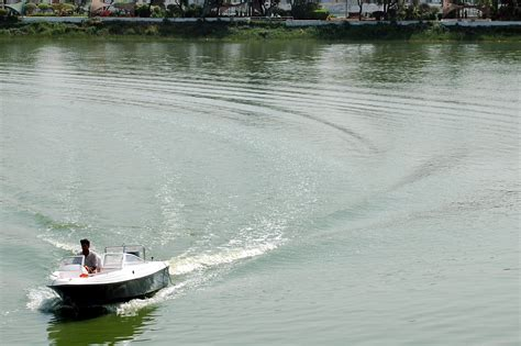 Motorboat In Hindi by File Motorboat Kankaria Lake Ahmedabad Jpg Wikipedia