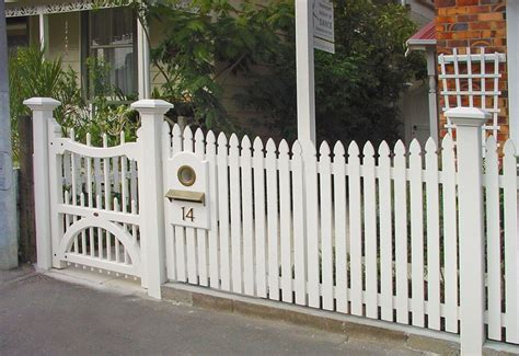 Fence - Gate : How To Repair A Picket Fence Gate