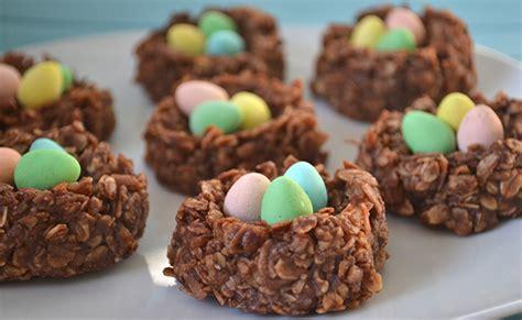 macarons au chocolat et 224 la noix de coco pour p 226 ques de bouche 224 table