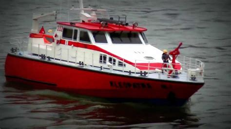 Rc Fire Boat Youtube by Feuerl 214 Schboot Fire Fighting Boat Kleopatra Rc Modellbau