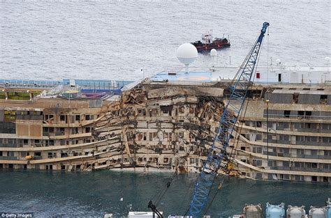 Schip Concordia by Costa Concordia Salvage Current News Breaking News
