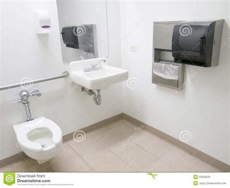 salle de bains d h 244 pital image stock image du sant 233 32939229