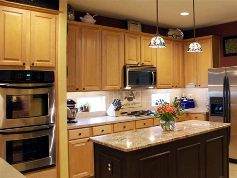 Twotoned Kitchen Cabinets Pictures, Options, Tips