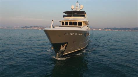 Motorjacht In Storm motor yacht storm cantiere delle marche yacht harbour