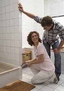 Schimmel Im Badezimmer : problemfall schimmel im badezimmer ~ Markanthonyermac.com Haus und Dekorationen