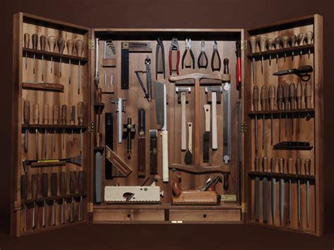 handmade bushcraft knives and tools