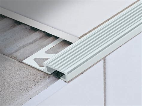 stair nosing profile for ceramic and wood coverings