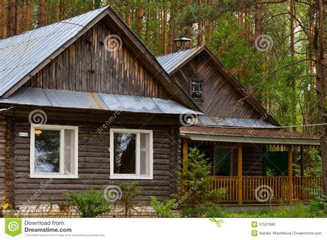 maison dans les bois photo stock image 57521680