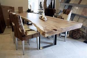 Esstisch Aus Echtholz : esstisch aus einem massiven baumstamm tischgestell rohstahl der tischonkel ~ Markanthonyermac.com Haus und Dekorationen