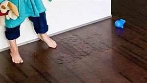Teppichboden Für Badezimmer : den richtigen bodenbelag finden parkett laminat oder korkboden ~ Markanthonyermac.com Haus und Dekorationen