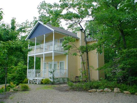 cottage view for 2 a 1 bedroom cabin in gatlinburg tennessee mountain laurel chalets