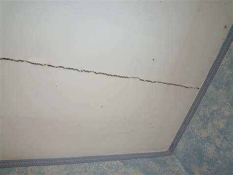 r 233 parer une fissure de plafond d 233 co plafond platre