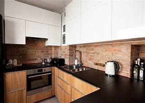 Schwarze Arbeitsplatte Küche : schwarze arbeitsplatte k chenr ckwand in ziegeloptik haus pinterest k chenr ckwand ~ Markanthonyermac.com Haus und Dekorationen