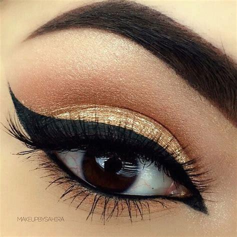 cat eye liner in black