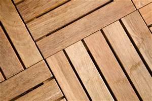 Entkopplungsmatte Auf Holz Verlegen : bodenrost aus holz auf der terrasse verlegen ~ Markanthonyermac.com Haus und Dekorationen
