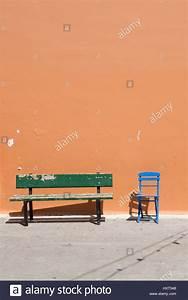 Metall Sonne Für Hauswand : stuhl stockfotos stuhl bilder alamy ~ Markanthonyermac.com Haus und Dekorationen