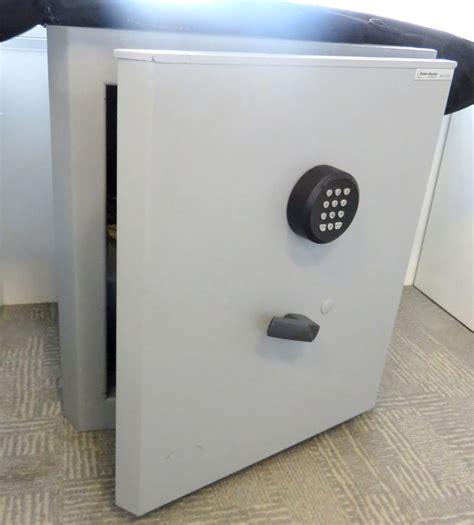coffre fort de marque fichet bauche modele millium 80 systeme a combinaison 245 kg 61 x 56 x 50 cm