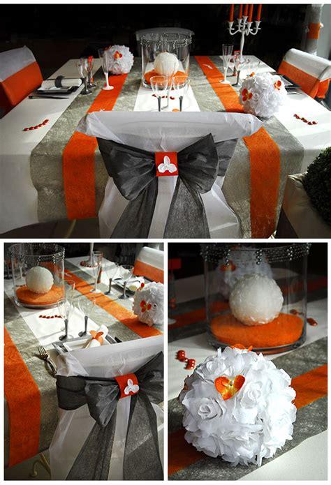 housse de chaise mariage discount avec noeud orange ou gris et vue d ensemble de cette table