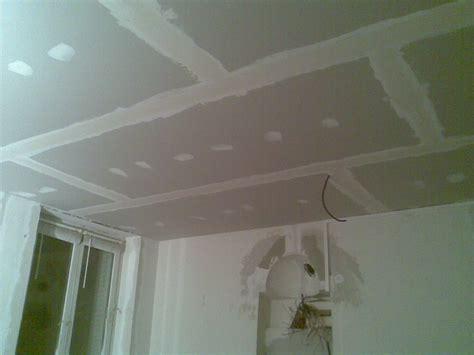 pose faux plafond suspendu placoplatre
