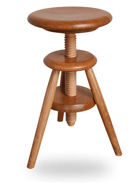 le tabouret en bois traditionnel ou design fabriqu 233 en tabouret 224 vis d horloger en