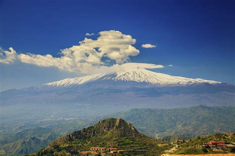 mont etna 28 images eruption of mount etna in italy becomes a tourist spectacle photos