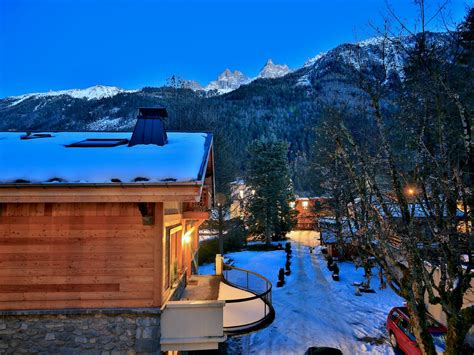 chalet des sapins apartments two large chalet apartments in chamonix town centre 26222