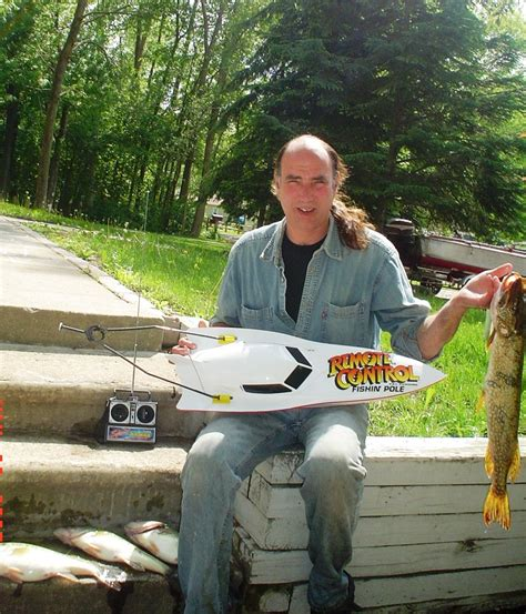 Rc Control Fishing Boat by Fishing With Remote Control Boats Bait Boats And Rc Fishing