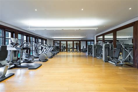 Gym Interior : 5 Factors To Consider When Choosing Your Fitness Center