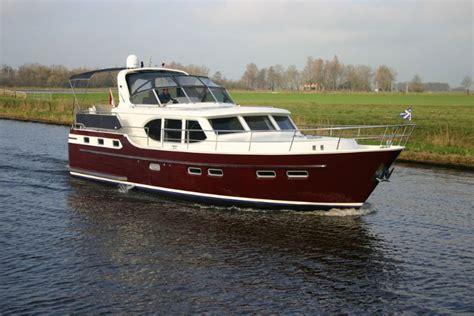 Motorboot Zeewaardig by Motorboot In Friesland