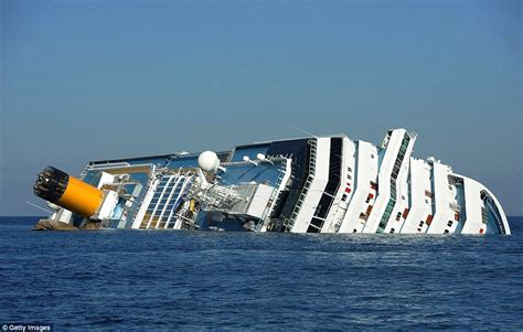 Schip Concordia by Inside The Eerie Wreckage Of The Costa Concordia Four