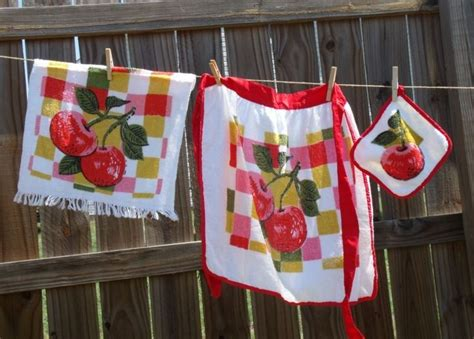 Vintage Terry Cloth Apple Apron Set Pot Holder Towel Red