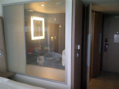 salle de bain vue de la chambre vitre transparente picture of novotel lyon confluence lyon
