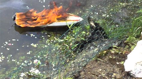 Rc Fire Boat Youtube by Unsinkable Speedboat Donzi Rc Boat On Fire Proboat