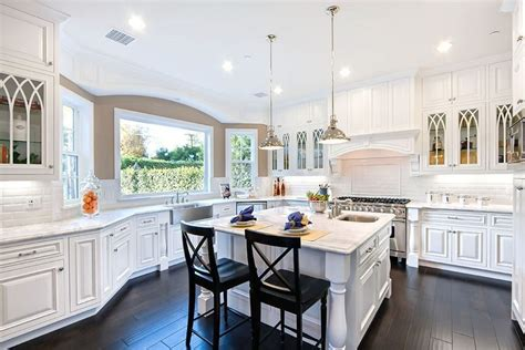 Hardwood Floors In The Kitchen (pros And Cons) White Kitchen Dressers Islands That Seat 4 Tables For Small Spaces Ikea Ideas Splashbacks Knobs Counter Top Green Kitchens With Cabinets At Walmart