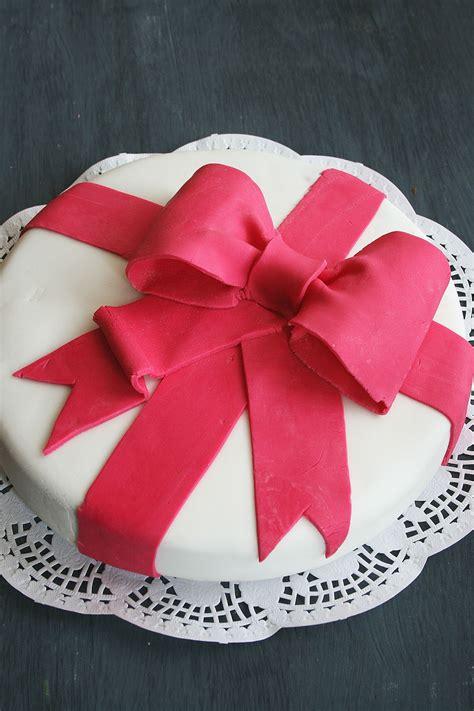 anniversaire24 d 233 coration gateau anniversaire pate a sucre
