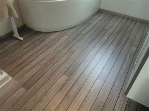 salle de bain parquet bateau chaios